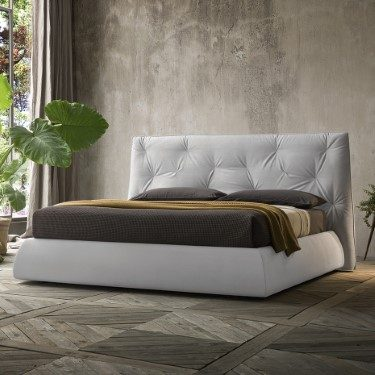 Eguana bed with an asymmetric Quilt